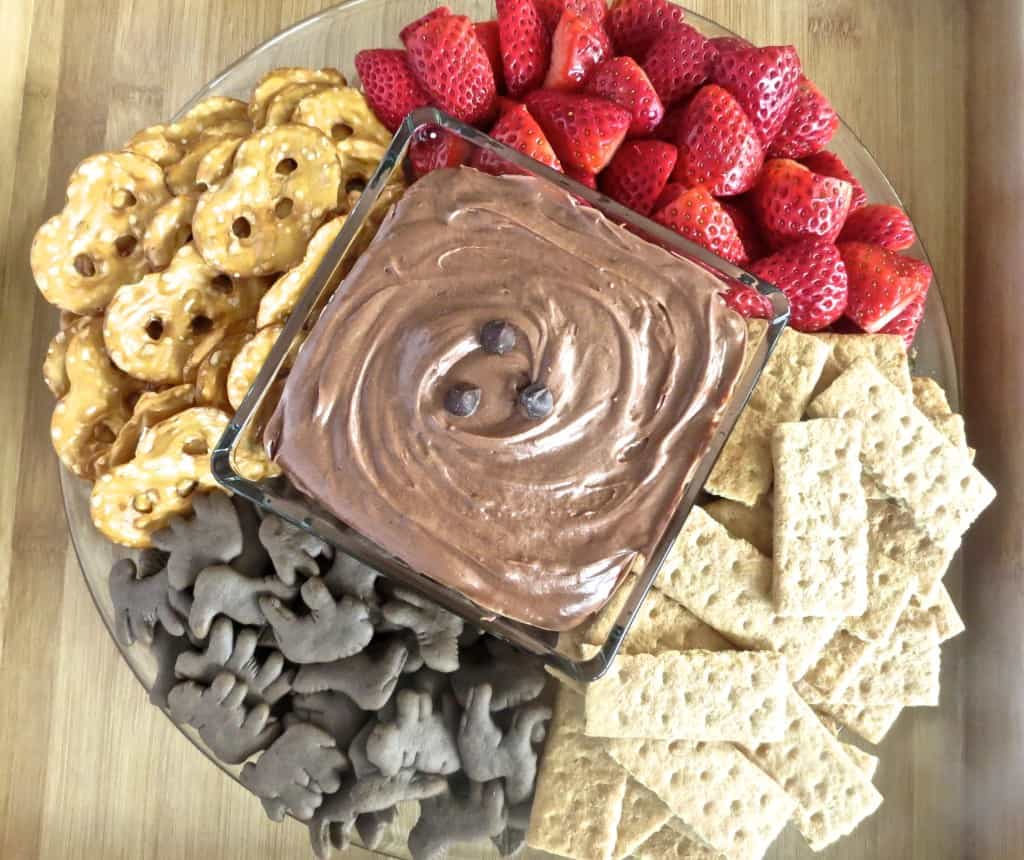 The best Brownie Batter Dip. Brownies in dip form?! You NEED to try this, so good!!