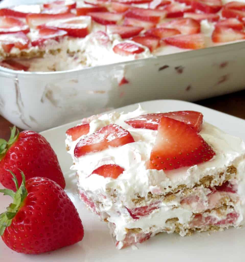 What Flavors Go With Strawberry Cake