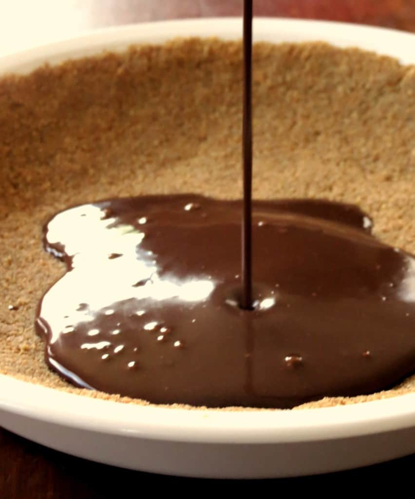 Gooey S'mores Pie - Sprinkle Some Sugar