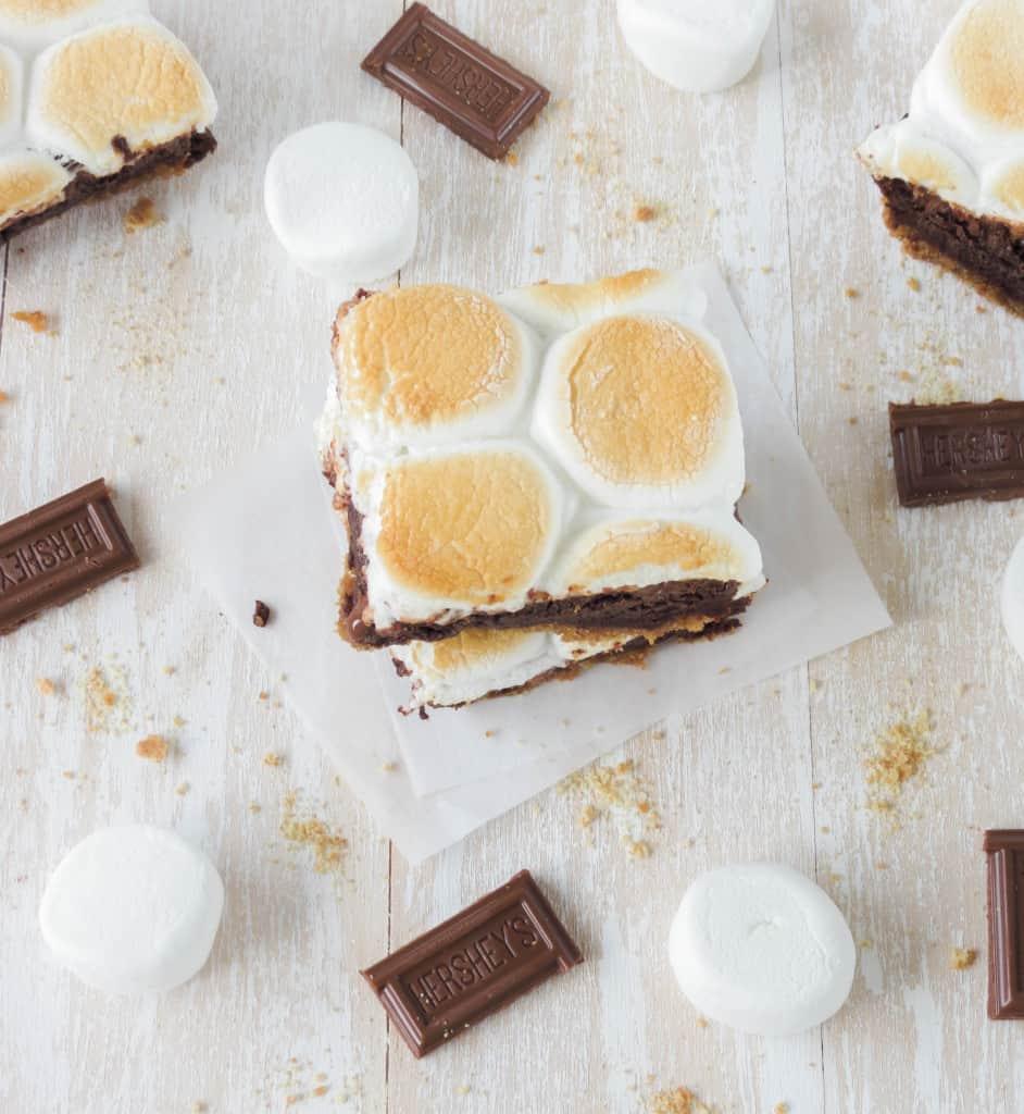 Gooey S'mores Brownies - Sprinkle Some Sugar
