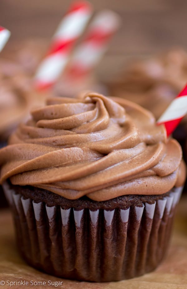 Dr Pepper Cupcakes With Dr Pepper Chocolate Frosting - Sprinkle Some Sugar