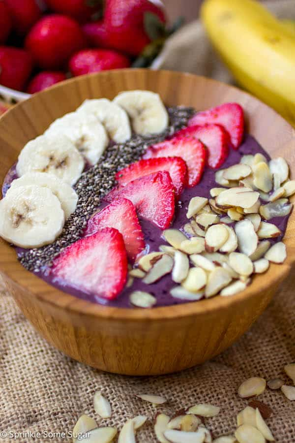 Protein Berry Smoothie Bowl - Sprinkle Some Sugar