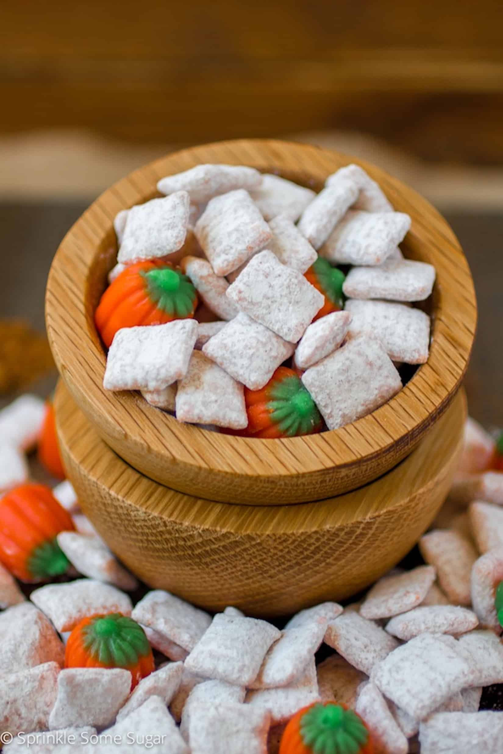 pumpkin spice muddy buddies - A deliciously spiced, super easy treat that is perfect for parties!