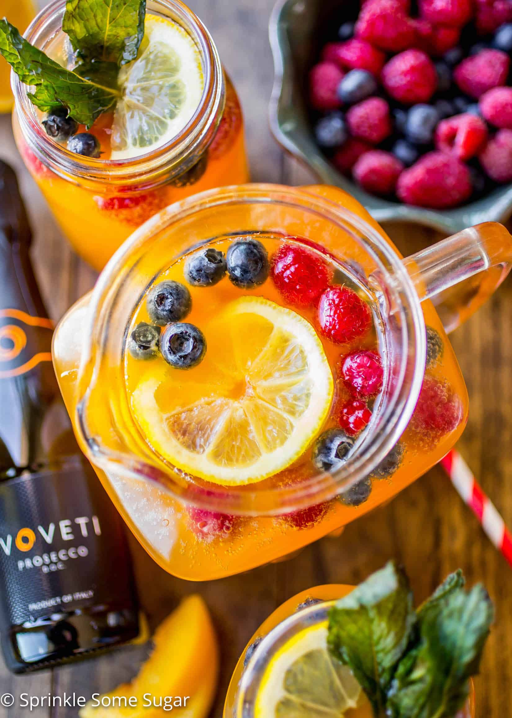 Lemon Peach Prosecco Punch - A crisp and refreshing lemon peach prosecco punch!