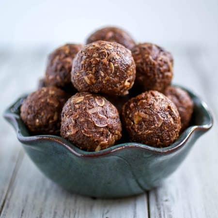 Dark Chocolate Energy Balls - Need a healthier, quick sweet treat? I've got you covered with these Dark Chocolate Energy Balls.